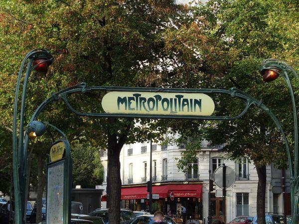Entrée de metro Guimard