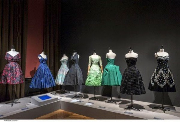 Exposition-La-Mode-en-France-Les-années-50-au-Palais-Galliera25-604x410